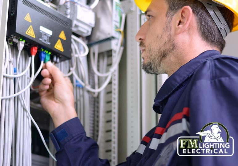 3 Signs You Need to Hire an Electrician