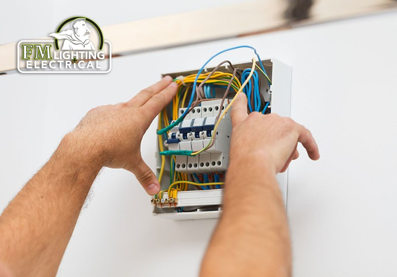 6 Benefits of Hiring a Commercial Electrician for Your Electric Sign Needs