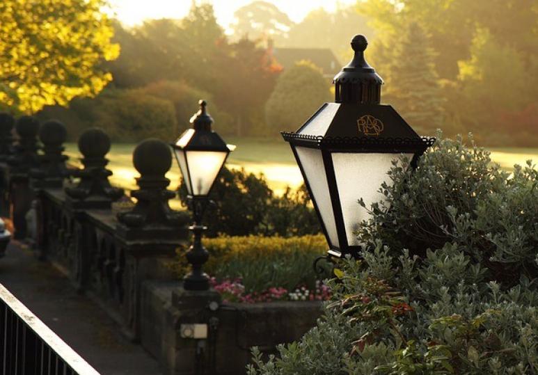 Top 5 Seasonal Outdoor Lighting Tips